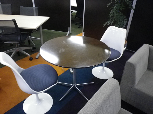 Lighting Spot Shibuyaのテーブルと椅子