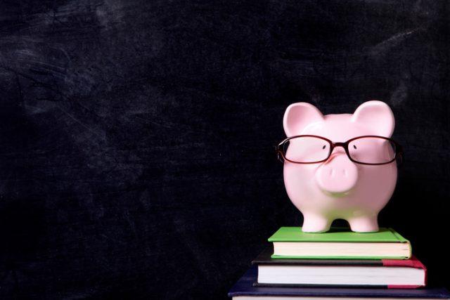 本 メガネ ブタの貯金箱