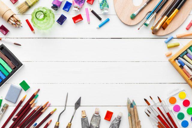 テーブル 絵の具 クレヨン 色鉛筆 チョーク
