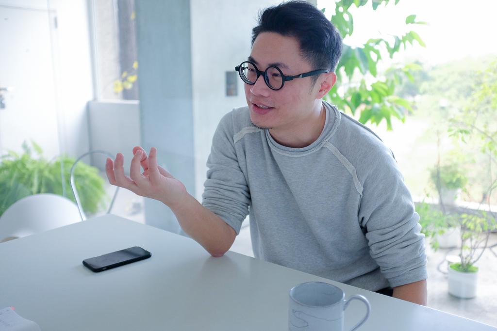 グラフィックデザイナー聶永真(アーロンニエ)笑顔
