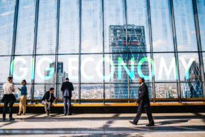 急増する「ギグワーカー」。新しい働き方・ギグエコノミーが社会に招くメリット&デメリットとは?