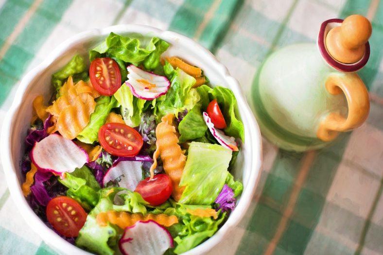 サラダ 健康