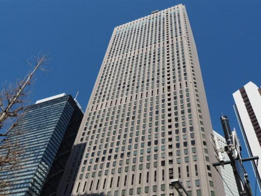 ▲新宿のど真ん中にある新宿センタービルの49階に入居。デカイ